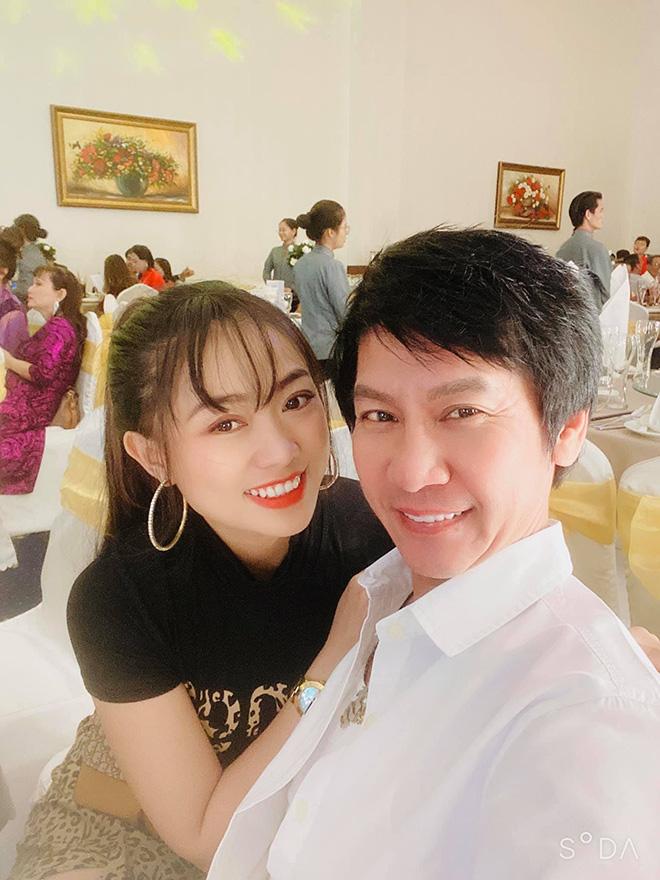 """Danh hài Lê Huỳnh cưới vợ kém 30 tuổi, bố mẹ vợ gọi bằng """"anh"""" - 3"""