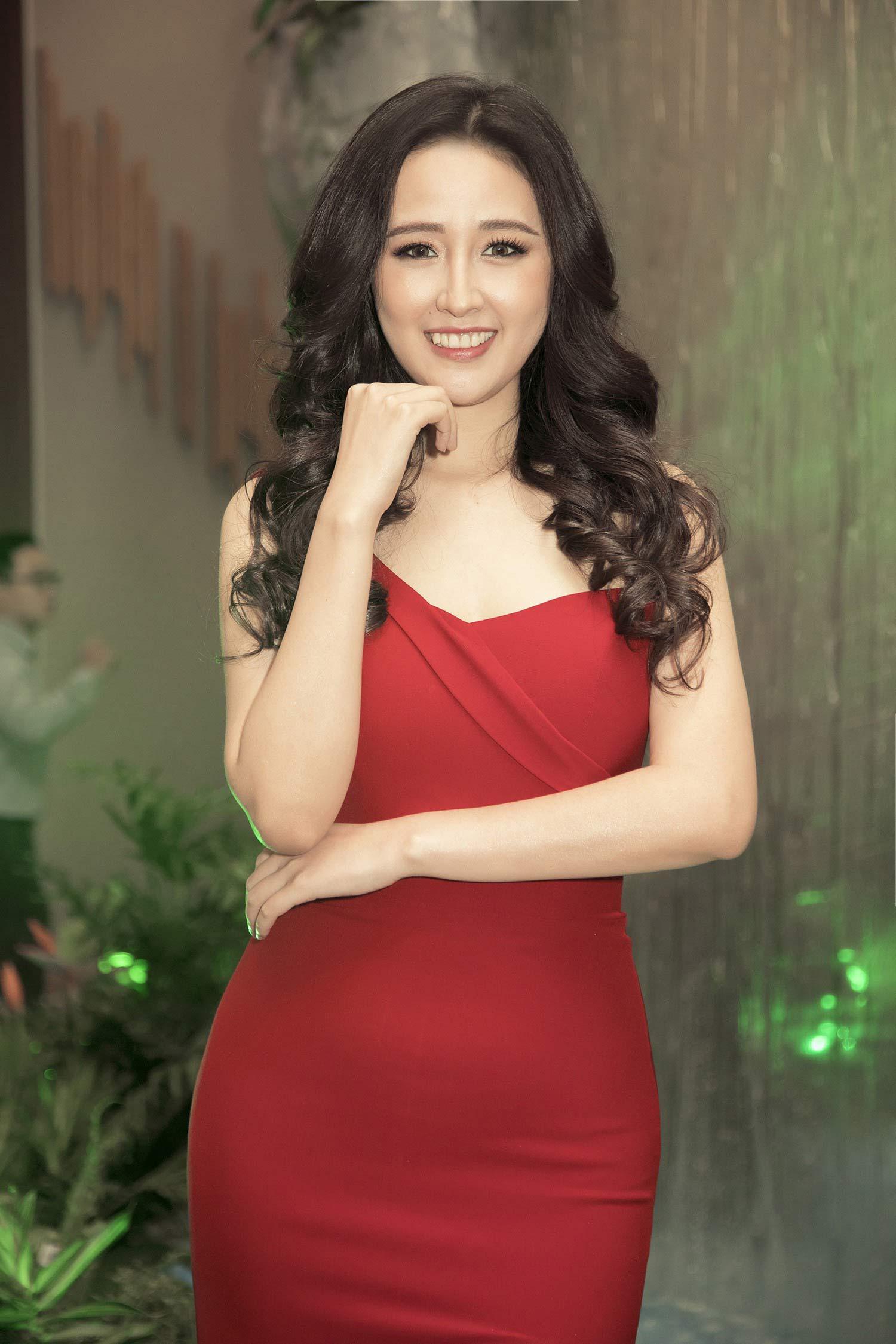 Hoa hậu Việt có vòng một gần 100cm nhiều lần phát ngôn gây chú ý - 6