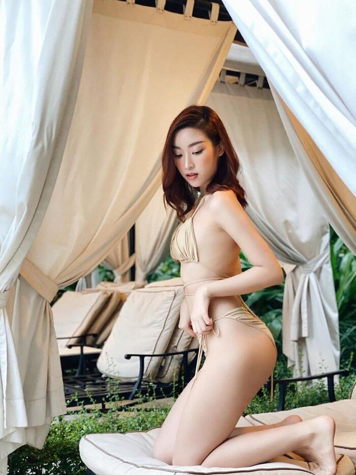 """Quen """"kín cổng cao tường"""", Đỗ Mỹ Linh bất ngờ diện bikini style """"mặc như không"""""""