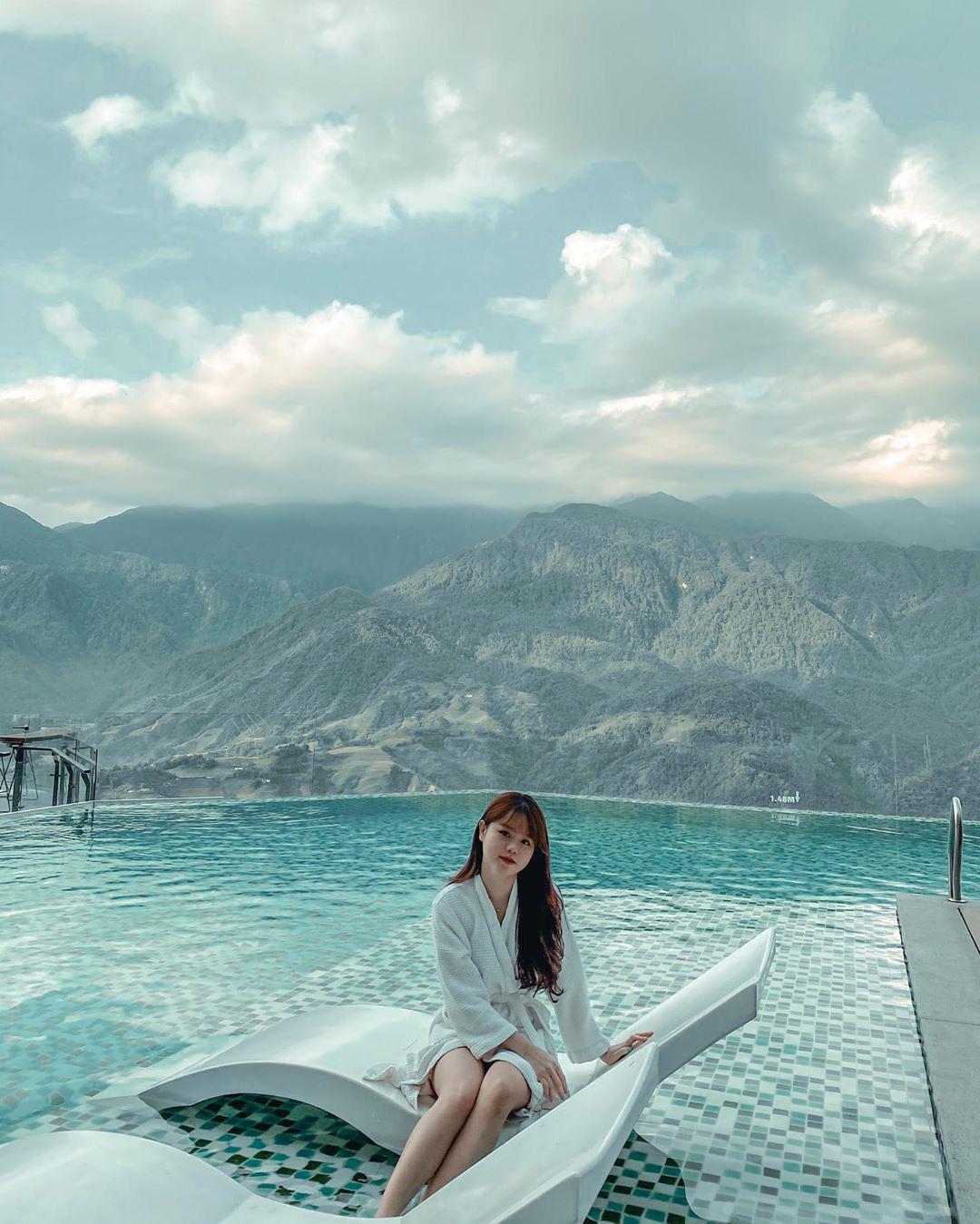 Bạn gái Quang Hải phá vỡ hình tượng nhu mì khi diện bikini khoe body đầy đặn, bốc lửa - 4