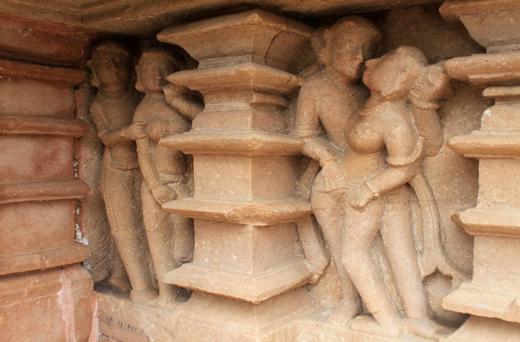 """Ngôi đền cổ đại cực hút khách nhưng cũng khiến không ít người """"đỏ mặt"""" - 2"""