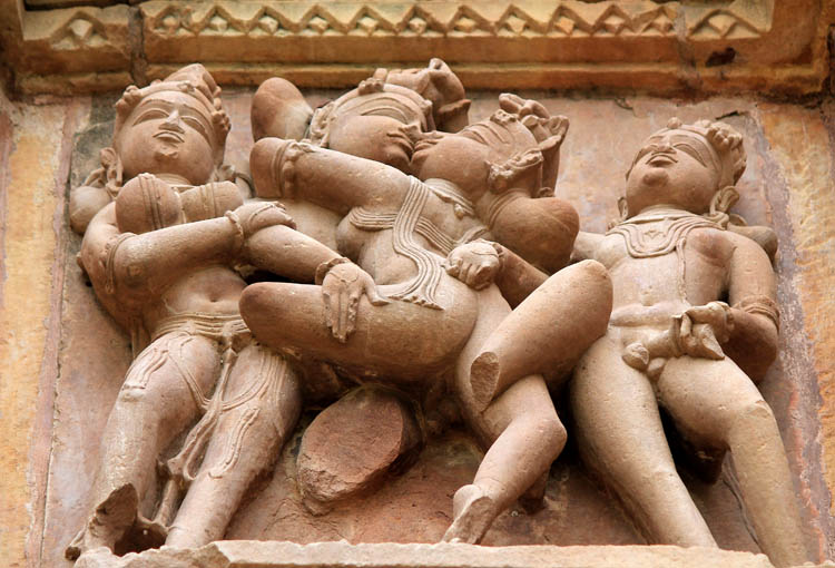 """Ngôi đền cổ đại cực hút khách nhưng cũng khiến không ít người """"đỏ mặt"""" - 3"""