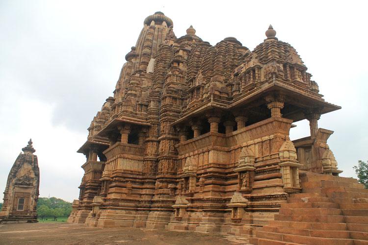"""Ngôi đền cổ đại cực hút khách nhưng cũng khiến không ít người """"đỏ mặt"""" - 8"""