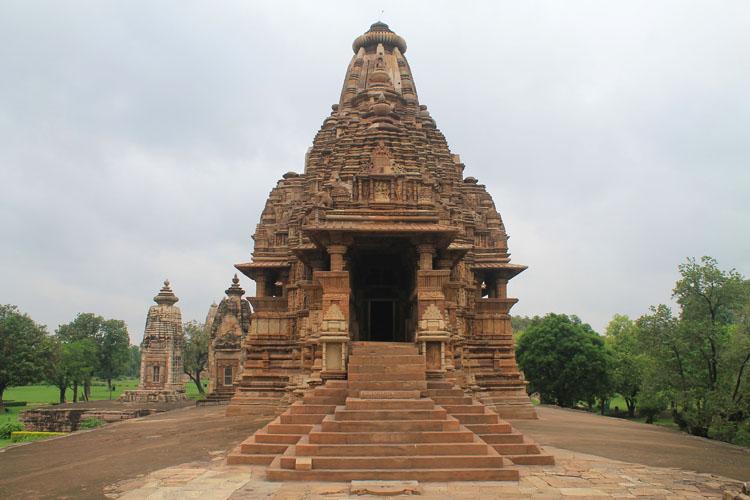 """Ngôi đền cổ đại cực hút khách nhưng cũng khiến không ít người """"đỏ mặt"""" - 9"""