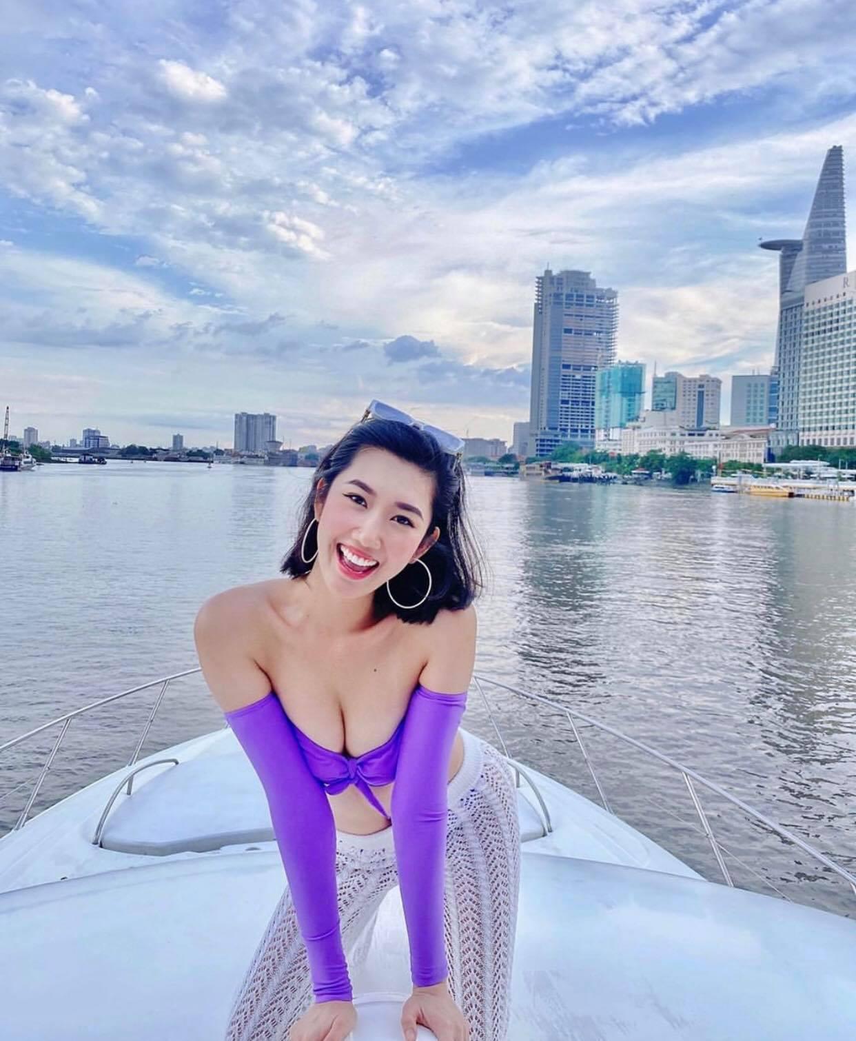 Yaya Trương Nhi lăng xê đồ bơi tím khoét hông - 3