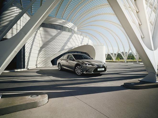 Lexus ES 300h trình làng 3 phiên bản mới, giá từ 1,11 tỷ VND - 1