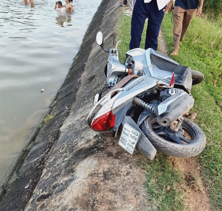 Xác định nguyên nhân ban đầu vụ 3 ông cháu rơi xuống sông tử vong - 1