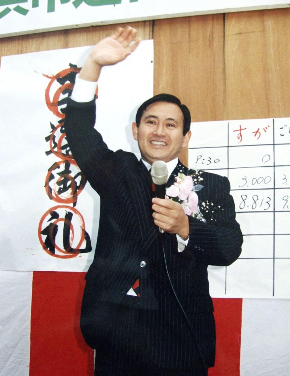 [eMagazine] Suga Yoshihide: Từ con trai người trồng dâu đến đỉnh cao quyền lực - 5