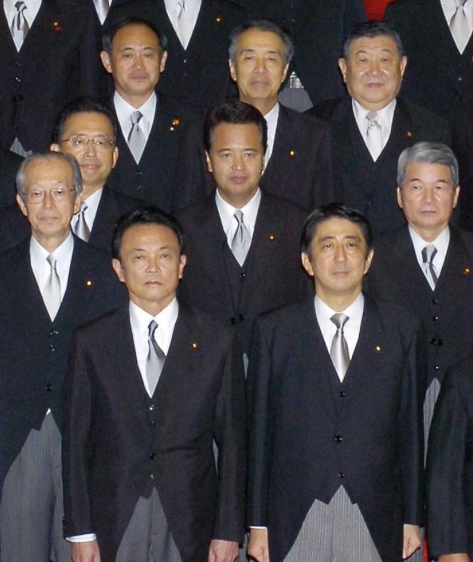 [eMagazine] Suga Yoshihide: Từ con trai người trồng dâu đến đỉnh cao quyền lực - 7