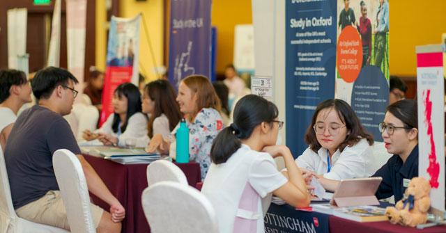 Săn trúng học bổng 50% - 100% cùng 200 trường Anh, Úc, Canada tại triển lãm du học Study World Tour