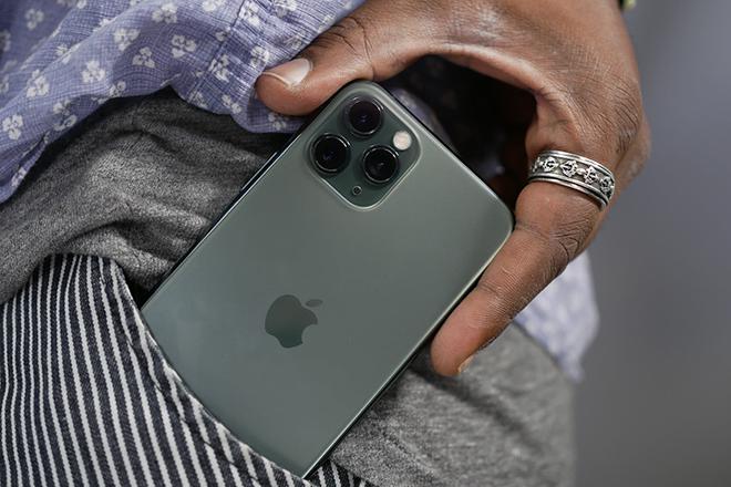 """Chiếc iPhone """"dưới một người, trên vạn người"""" đang giảm giá mạnh - 6"""