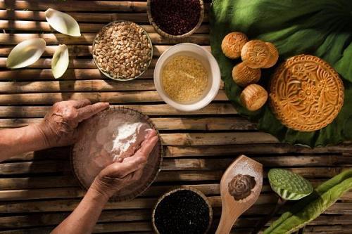 Cách làm bánh trung thu nướng nhân đậu xanh truyền thống thơm ngon vô cùng - 1