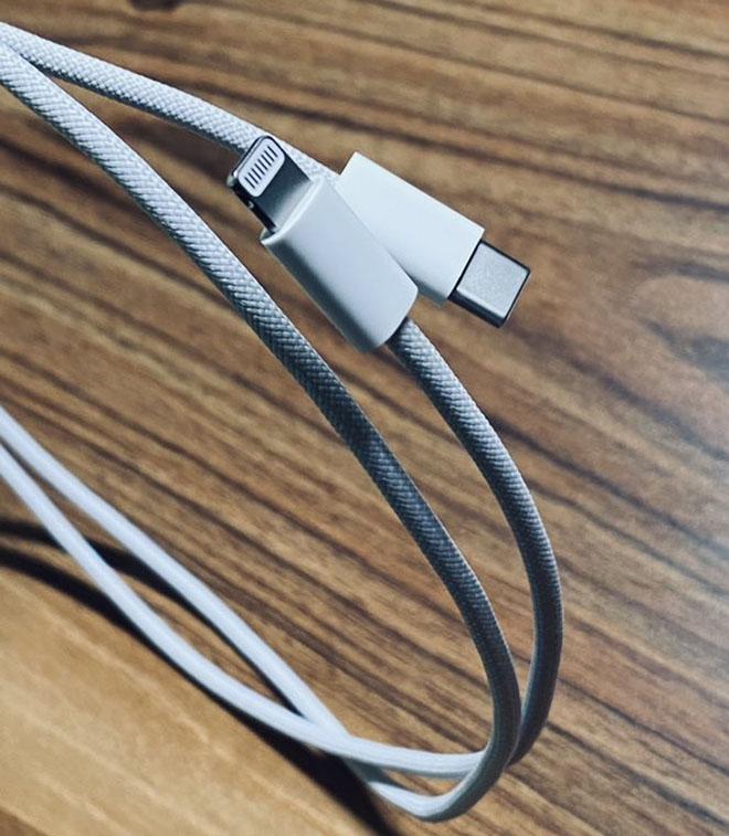 HOT: Xuất hiện ảnh nóng cáp bện cực xịn đi kèm iPhone 12 - 1