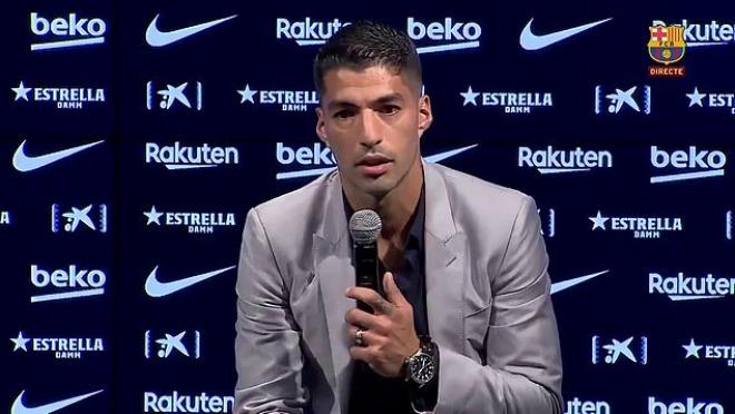 NÓNG: Suarez họp báo kể lại 1 tháng điên rồ ở Barca, hé lộ phản ứng của Messi - 1