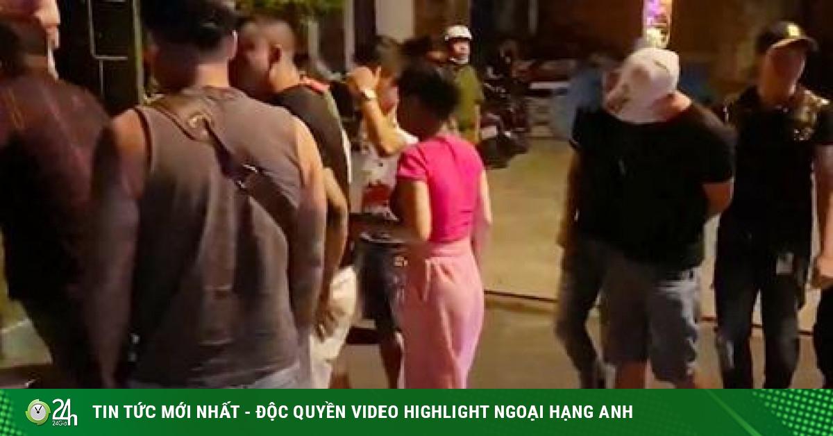 Xử lý 33 dân bay sử dụng ma túy trong quán karaoke