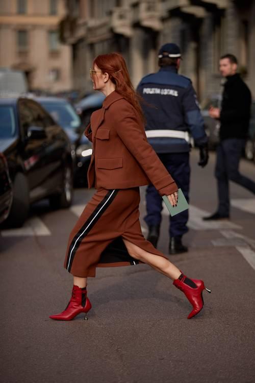 6 chiêu kết hợp áo khoác và váy chuẩn trend cho ngày Thu - 2