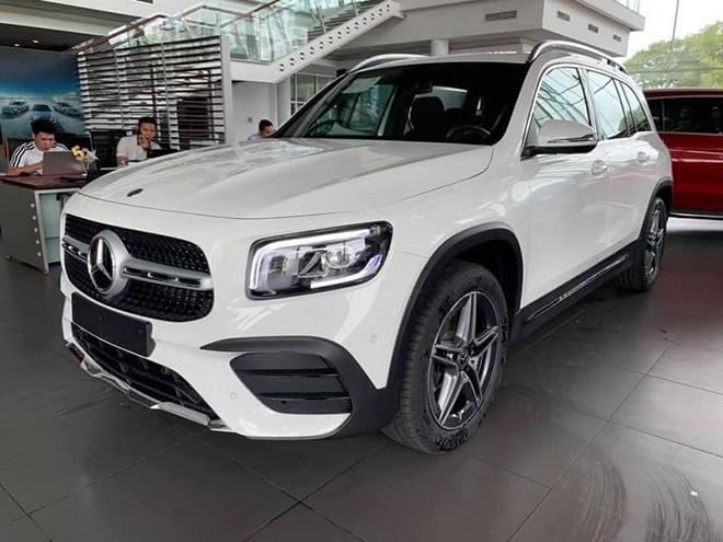 Cận cảnh Mercedes-Benz GLB 200 AMG tại đại lý, giá 2 tỷ đồng - 1