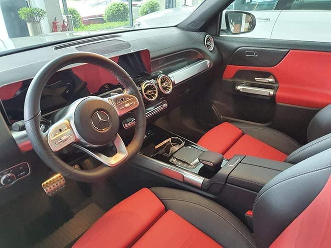 Cận cảnh Mercedes-Benz GLB 200 AMG tại đại lý, giá 2 tỷ đồng - 9