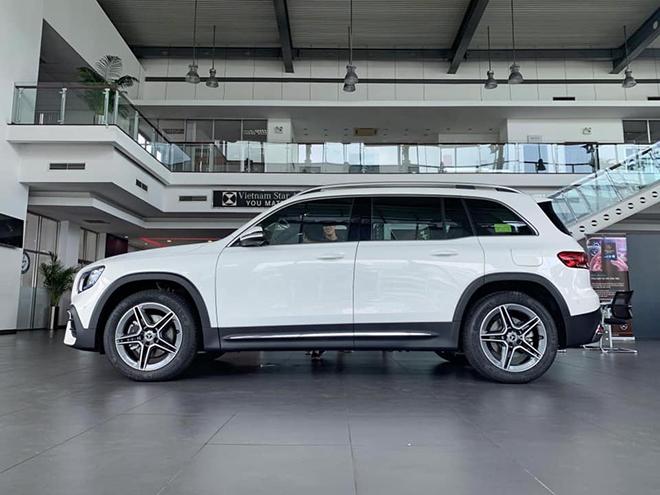 Cận cảnh Mercedes-Benz GLB 200 AMG tại đại lý, giá 2 tỷ đồng - 2