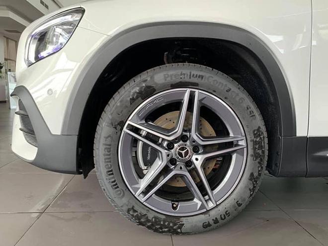 Cận cảnh Mercedes-Benz GLB 200 AMG tại đại lý, giá 2 tỷ đồng - 4