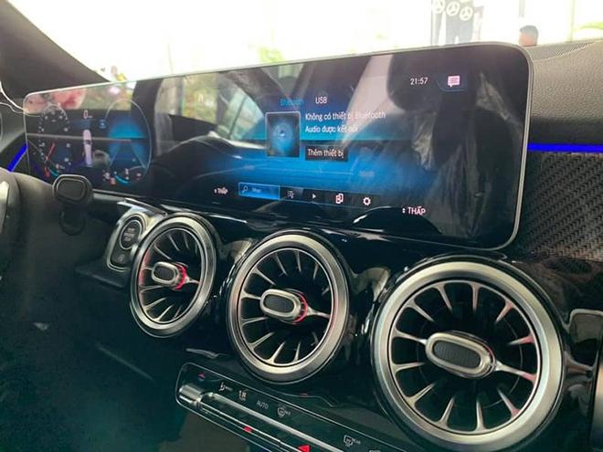 Cận cảnh Mercedes-Benz GLB 200 AMG tại đại lý, giá 2 tỷ đồng - 10
