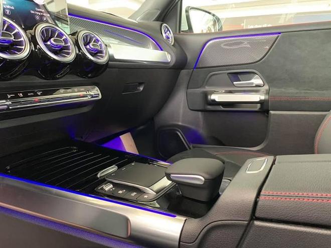 Cận cảnh Mercedes-Benz GLB 200 AMG tại đại lý, giá 2 tỷ đồng - 11