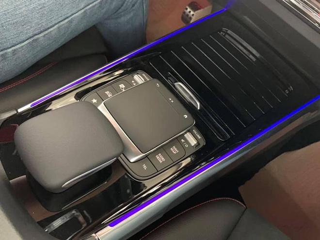 Cận cảnh Mercedes-Benz GLB 200 AMG tại đại lý, giá 2 tỷ đồng - 12
