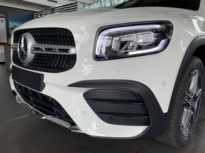 Cận cảnh Mercedes-Benz GLB 200 AMG tại đại lý, giá 2 tỷ đồng - 6