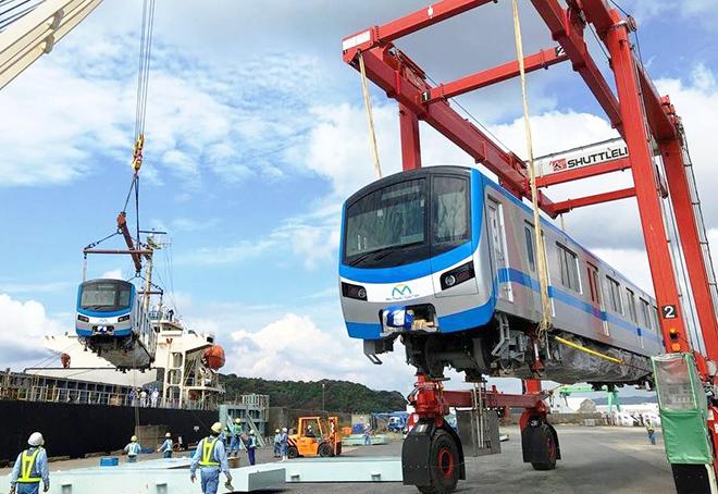 Đoàn tàu đầu tiên của tuyến metro số 1 đang trên đường về TP.HCM - 2