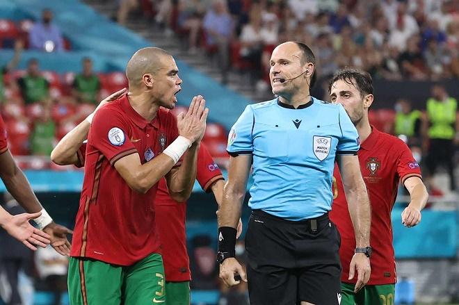 Bồ Đào Nha bị loại khỏi EURO, trọng tài nhận án phạt nặng vì bị tố xử ép - 1