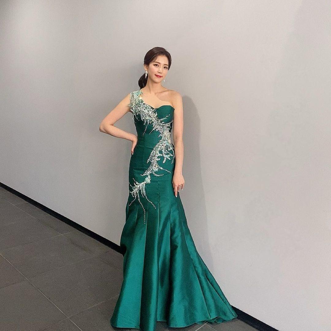 Hoa hậu Gangwon 2016 diện set đồ crop top, quần thun dạy yoga - 7