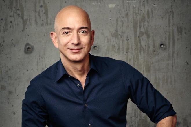 Đại tỷ phú Jeff Bezos nghỉ hưu, cầm 200 tỷ USD bay vào không gian - 1