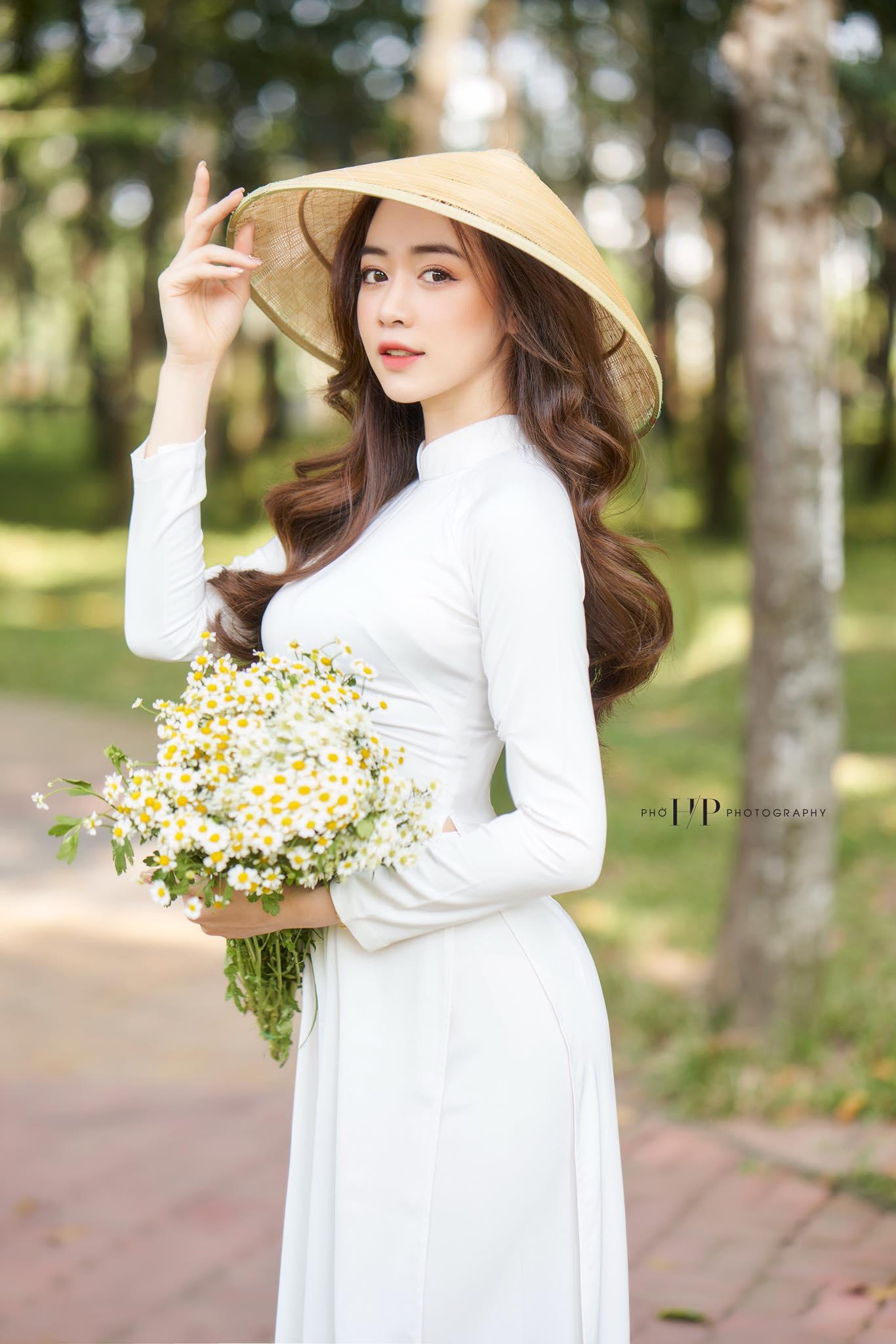"""Người mẫu Quảng Ninh mặc trang phục ủng hộ Euro """"gây sốt"""" - 8"""