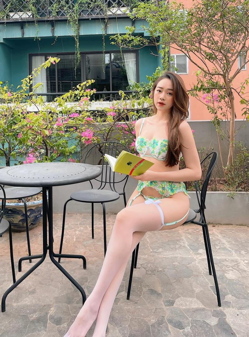 """Người mẫu Quảng Ninh mặc trang phục ủng hộ Euro """"gây sốt"""" - 5"""