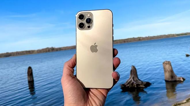 Xếp hạng những điện thoại tốt nhất nửa đầu năm 2021, iPhone 12 Pro Max vô địch - 9