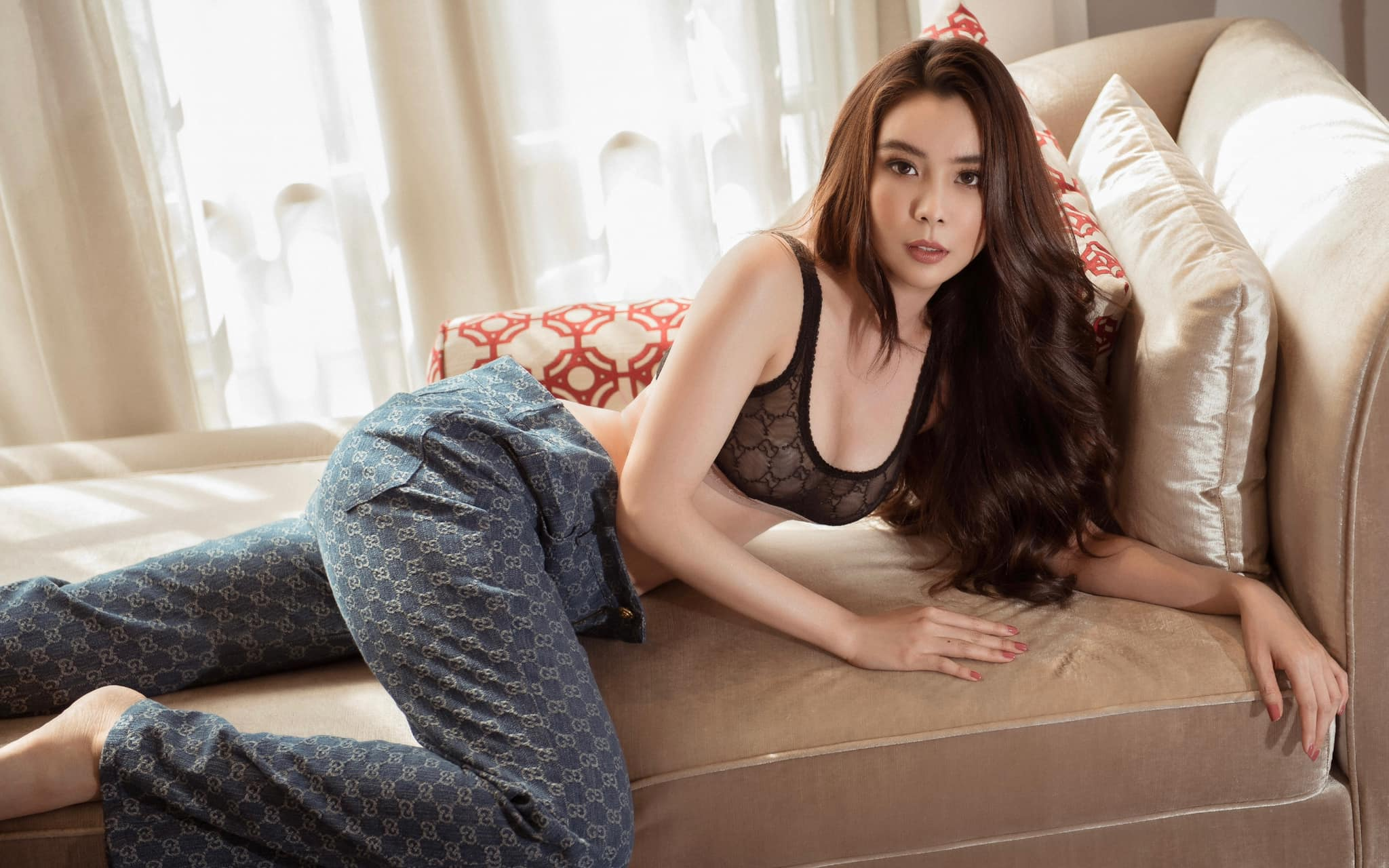 """Hoa hậu Đồng Tháp có vòng ba 1m được """"ghép đôi"""" với Công Phượng giờ ra sao? - 9"""