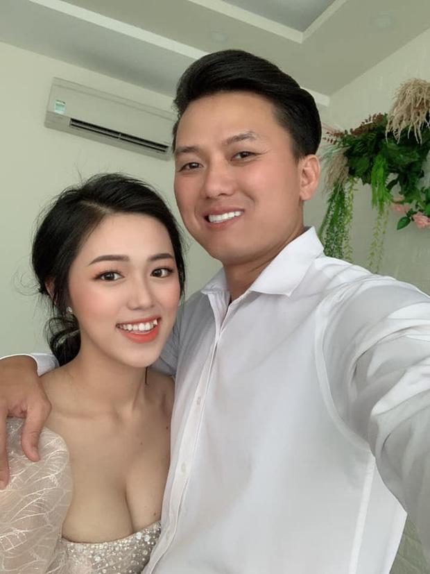 """Nhan sắc """"đánh bật camera thường"""" của vợ sao nam Việt đi thi tốt nghiệp cấp 3 - 4"""