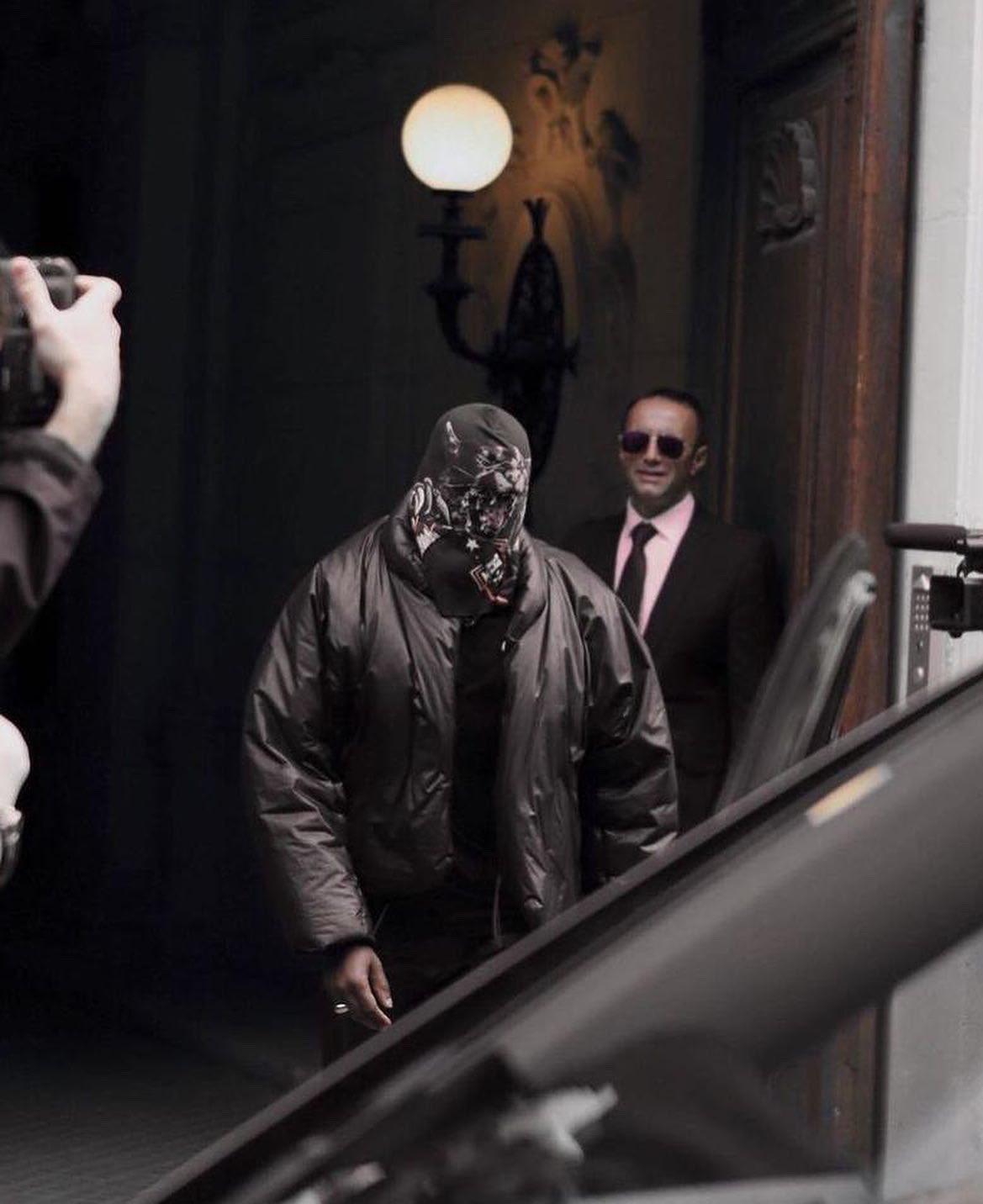 Kanye West gây ồn ào khi để lộ thiết kế mới của YeezyxGap - 3
