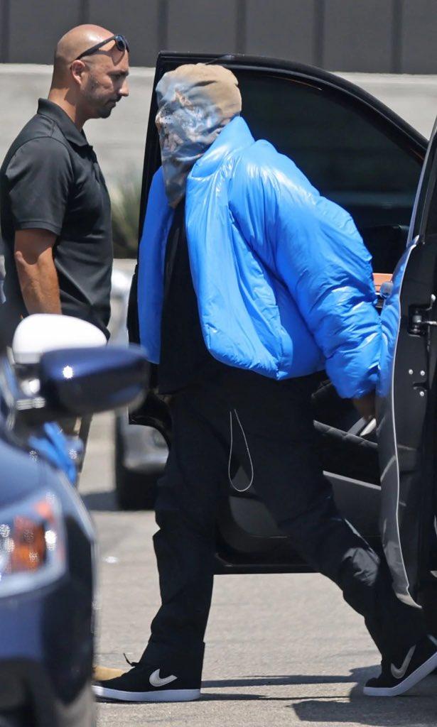 Kanye West gây ồn ào khi để lộ thiết kế mới của YeezyxGap - 5