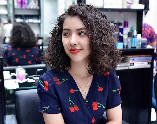 35 Kiểu tóc uốn đẹp nhất 2021 cho nữ cực trẻ trung và quyến rũ - 4