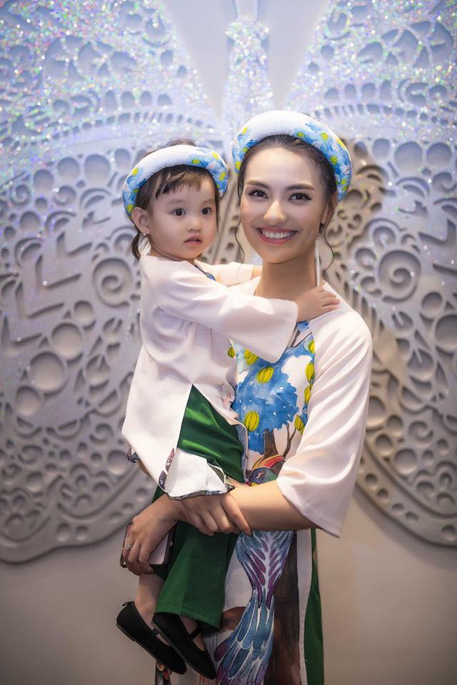 Mỹ nhân Việt rút khỏi giới giải trí, chọn cuộc sống bình yên bên gia đình - 13