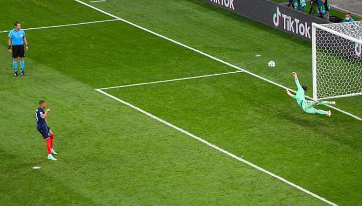 """Nghẹt thở 4 loạt luân lưu chấn động EURO: Italia """"lên đỉnh"""", Pháp bị loại cực sốc - 1"""