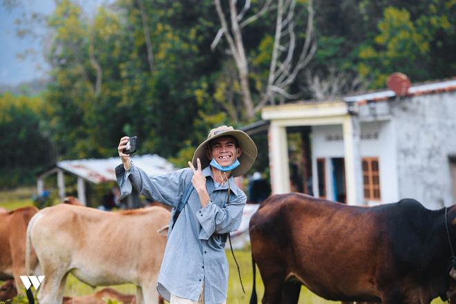 Chàng trai chăn bò Sô Y Tiết gây chấn động thế giới: Công khai bạn gái, bỏ nghề lên phố sống - 4
