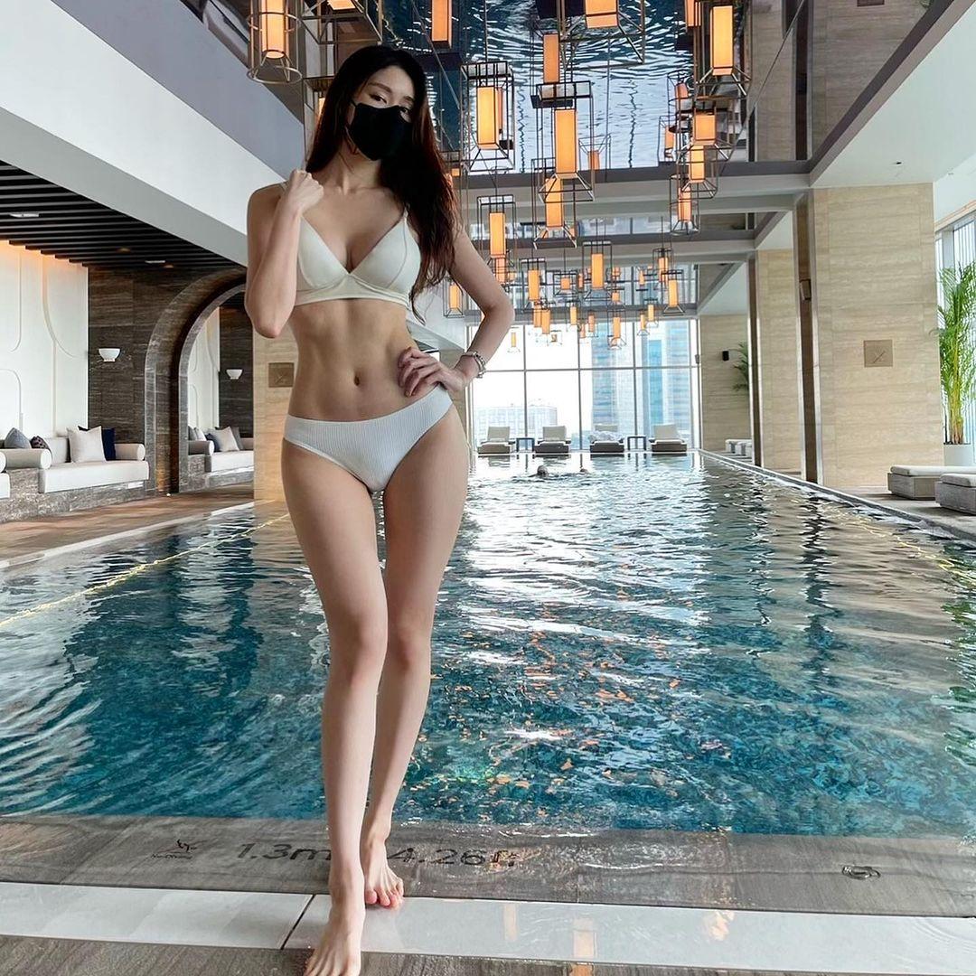 Mỹ nhân gym Hàn Quốc gây sốt khi mặc áo tắm đeo khẩu trang, thân hình như tượng - 3