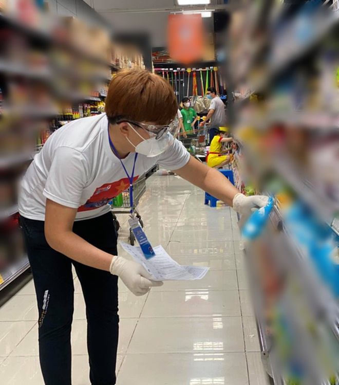 Đi siêu thị, Trâm Anh mặc đồ ngủ mỏng bị chê, Tiểu Vy diện váy 2 dây được khen hết lời - 8