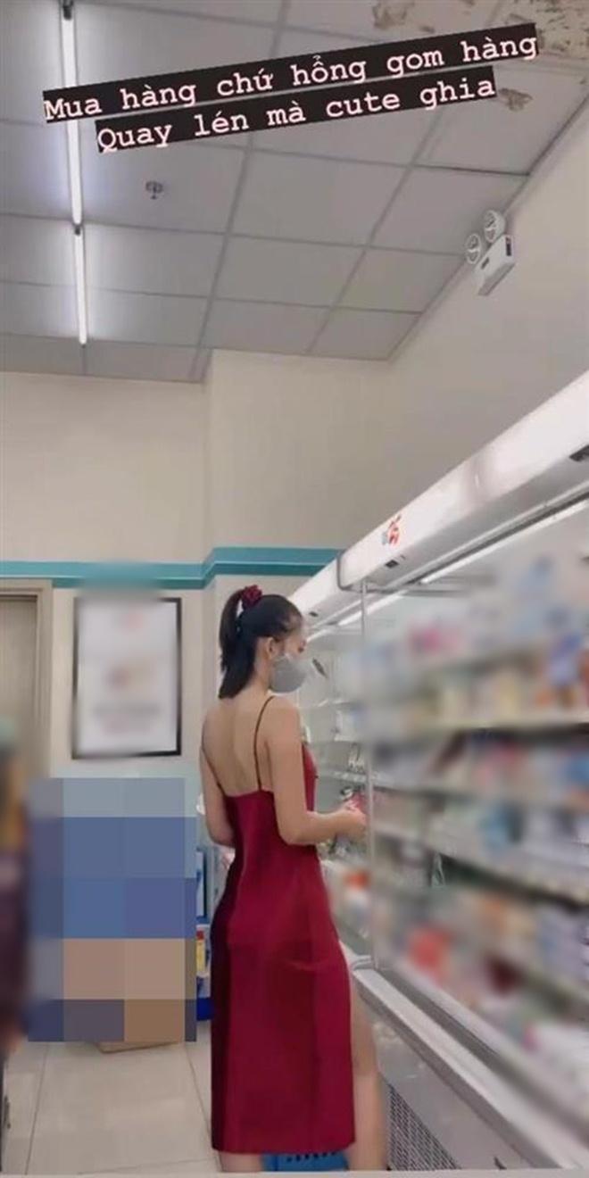 Đi siêu thị, Trâm Anh mặc đồ ngủ mỏng bị chê, Tiểu Vy diện váy 2 dây được khen hết lời - 3