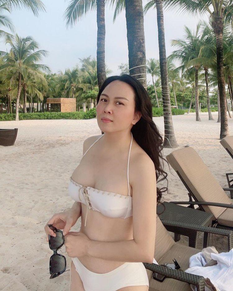 Phượng Chanel mặc bikini chứng minh nóng bỏng hơn sau khi chia tay Quách Ngọc Ngoan - 4