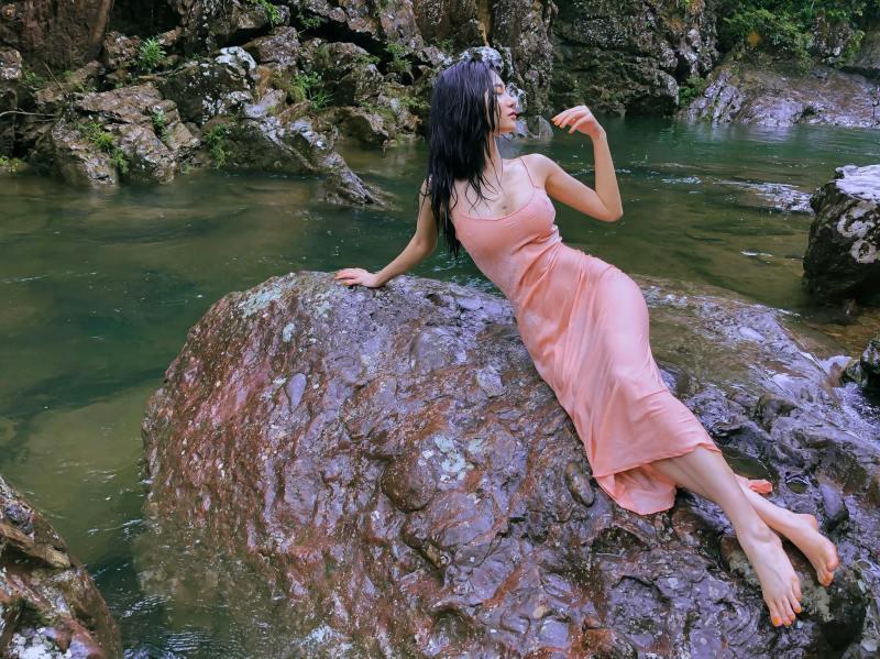 """Ảnh thời trang """"tiên nữ tắm suối"""" của mỹ nữ Quảng Ninh - 6"""