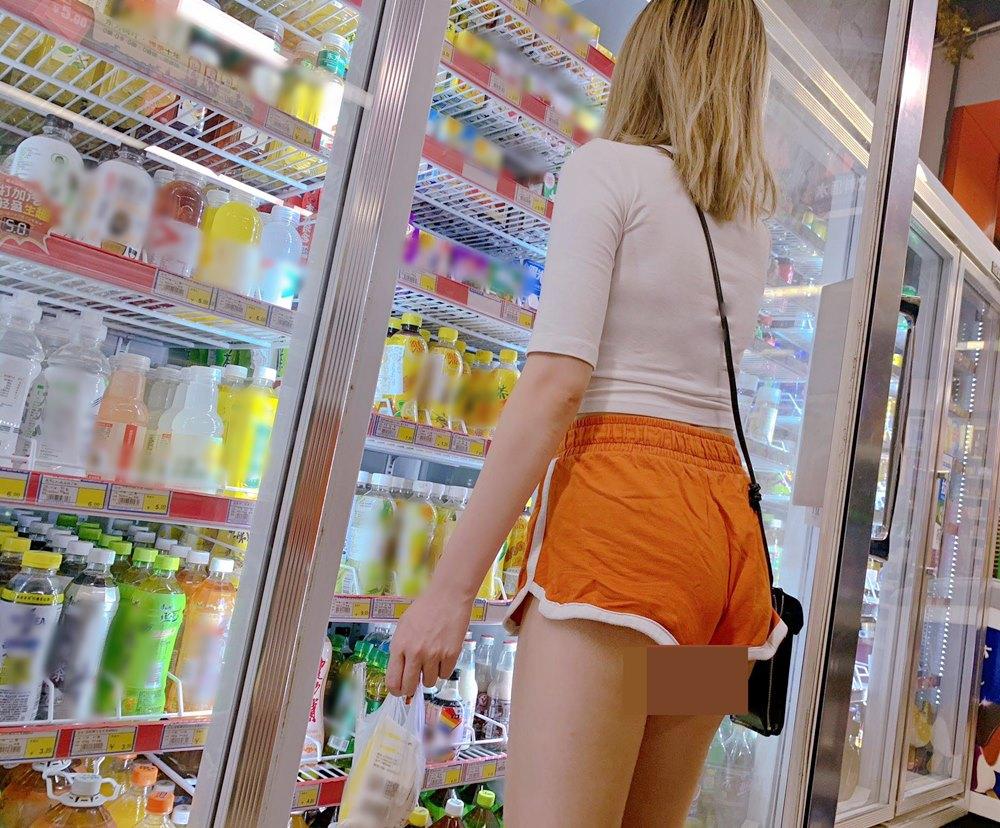 Cô gái mặc gợi cảm đến cửa hàng tiện lợi nhưng không bị chê bai vì lý do này - 8