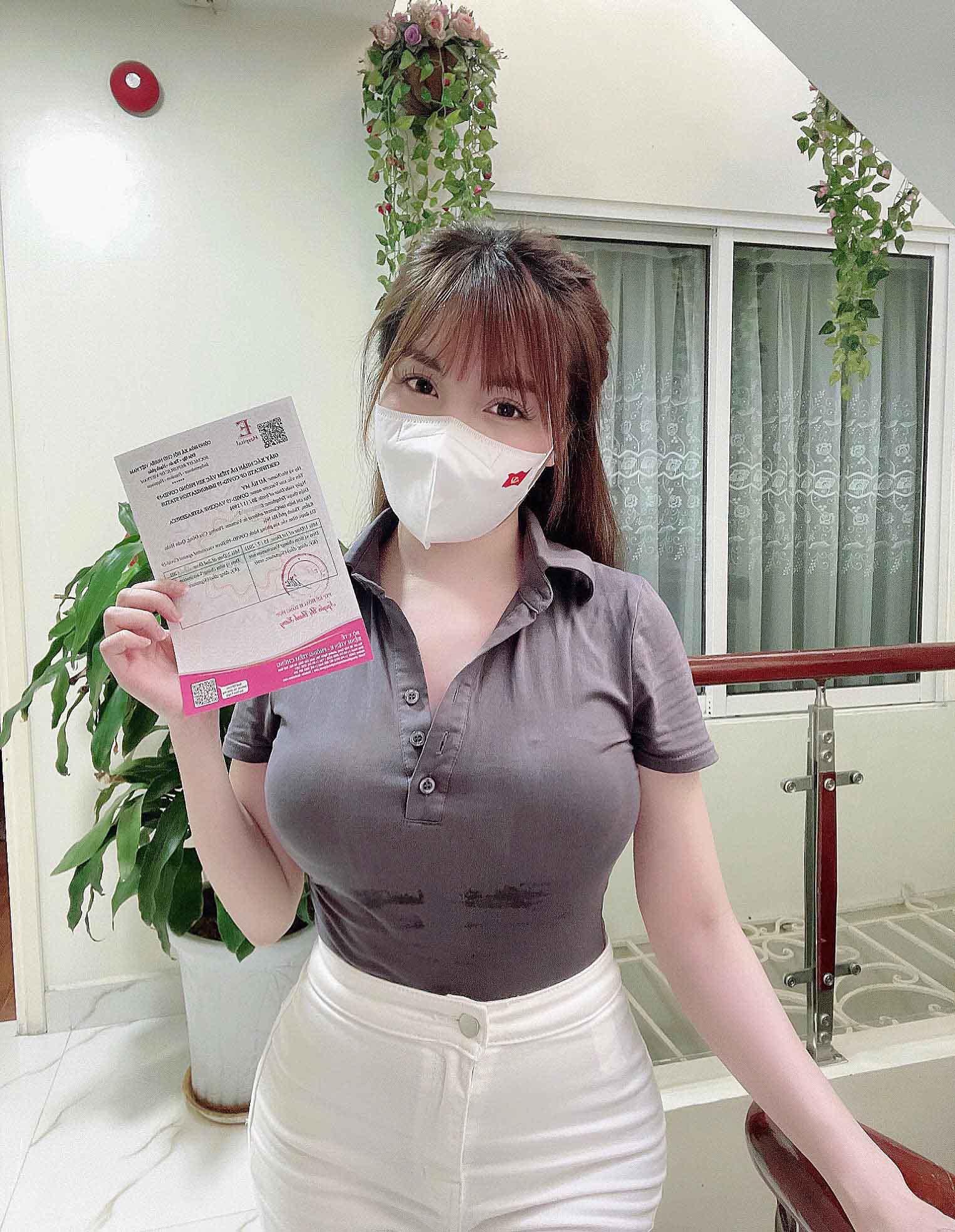 """Sau cuộc ly hôn ồn ào, cô giáo Âu Hà My có gu mặc """"ngoan"""" hơn xưa - 3"""
